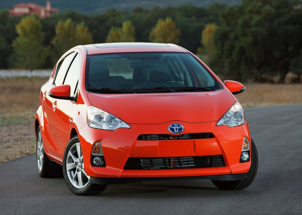 2012 Toyota Prius C Front (Photo 5 of 10)