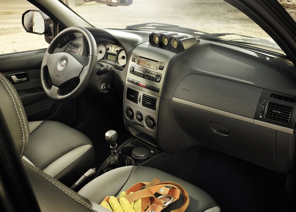 2013 Fiat Strada Interior (View 1 of 8)