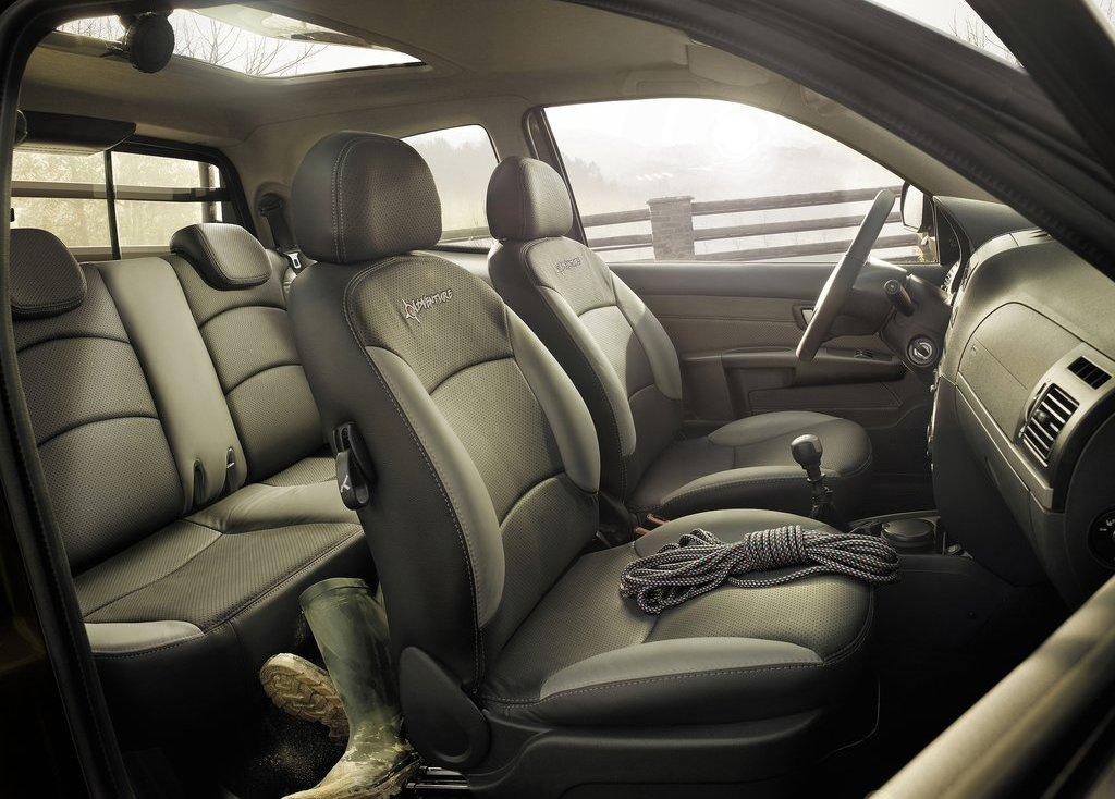2013 Fiat Strada Seat (Photo 8 of 8)