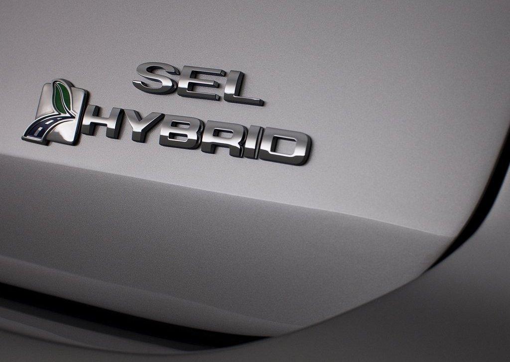 2013 Ford C MAX Hybrid Emblem (Photo 2 of 6)