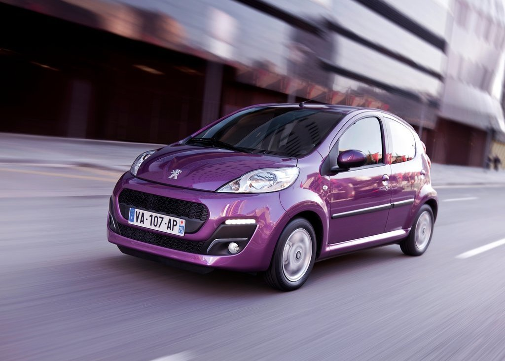 2013 Peugeot 107 Front Angle (Photo 2 of 7)