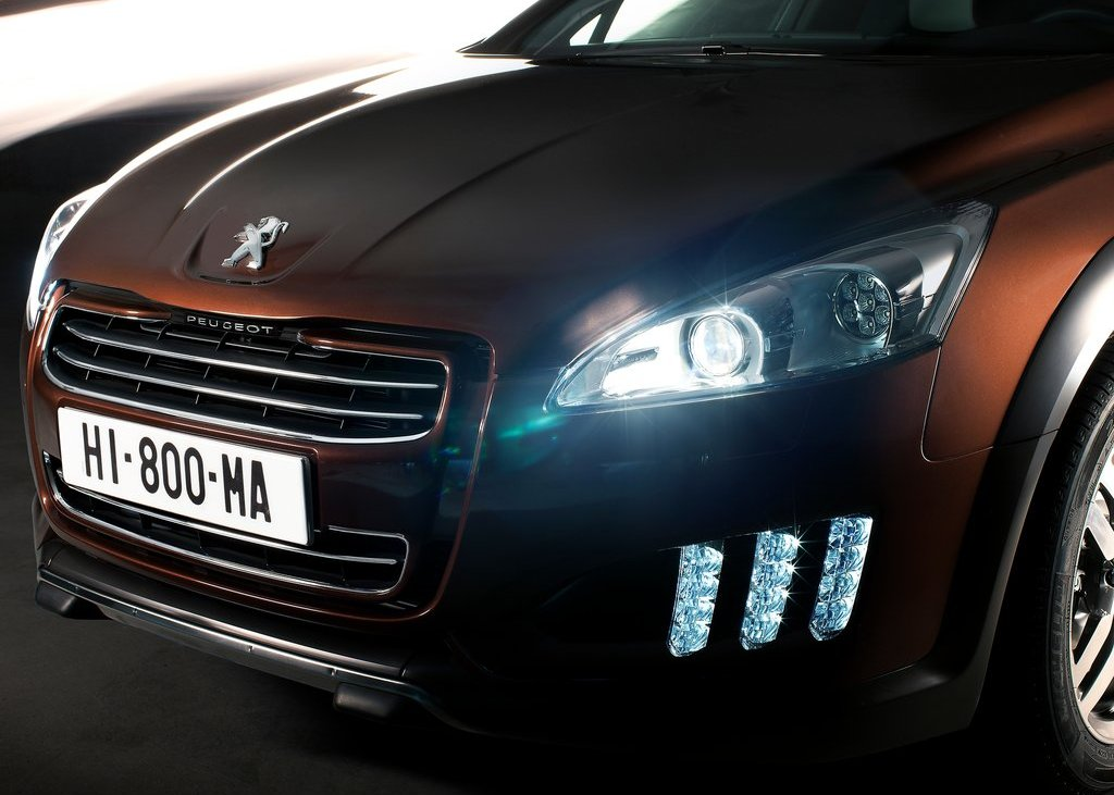 2013 Peugeot 508 RXH Head Lamp (Photo 6 of 12)