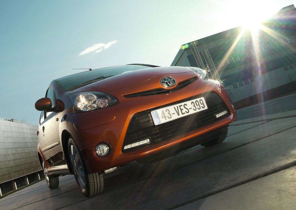 2013 Toyota Aygo Front Angle (View 1 of 6)