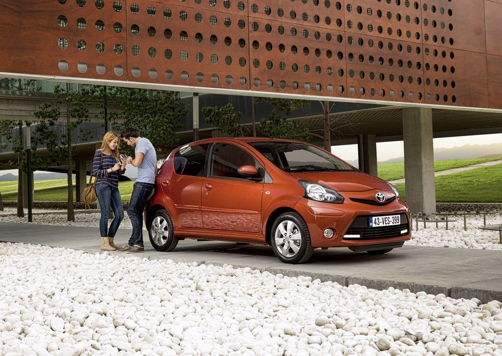 2013 Toyota Aygo Side (View 5 of 6)