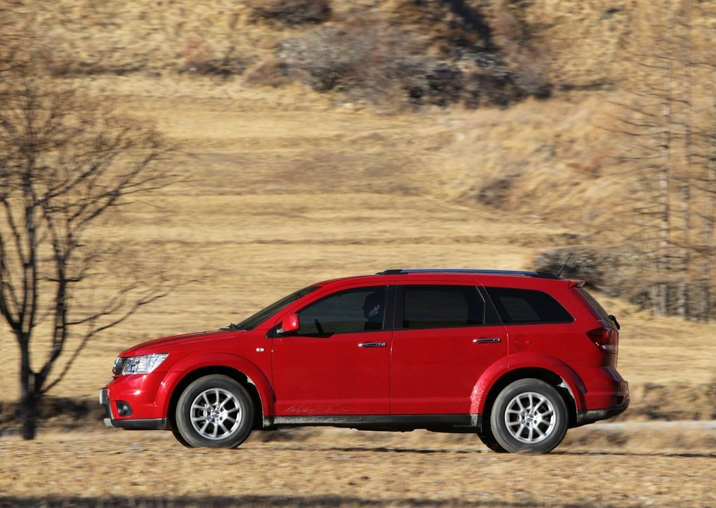 2012 Fiat Freemont AWD Left Side (View 9 of 22)