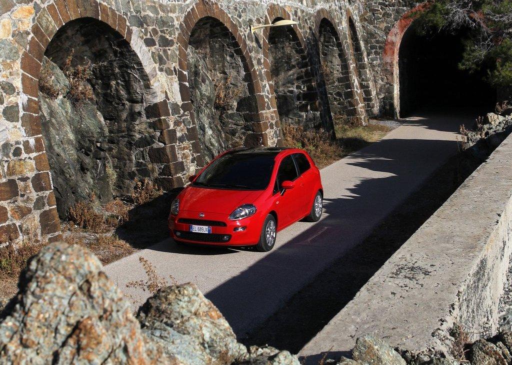 2012 Fiat Punto  (Photo 5 of 21)