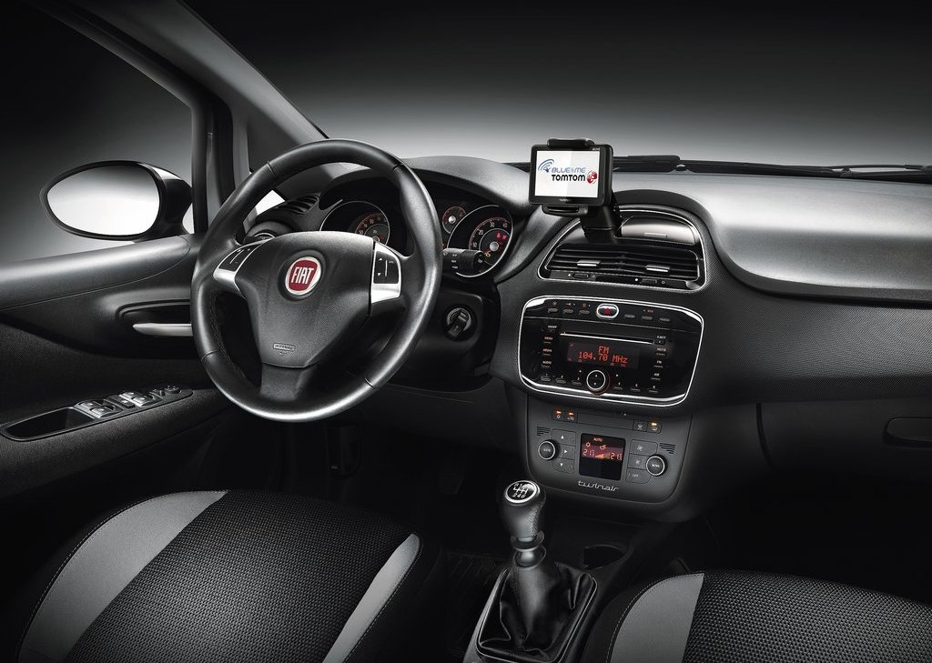2012 Fiat Punto Interior (Photo 12 of 21)