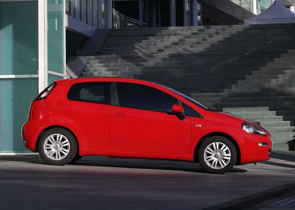 2012 Fiat Punto Side (Photo 21 of 21)