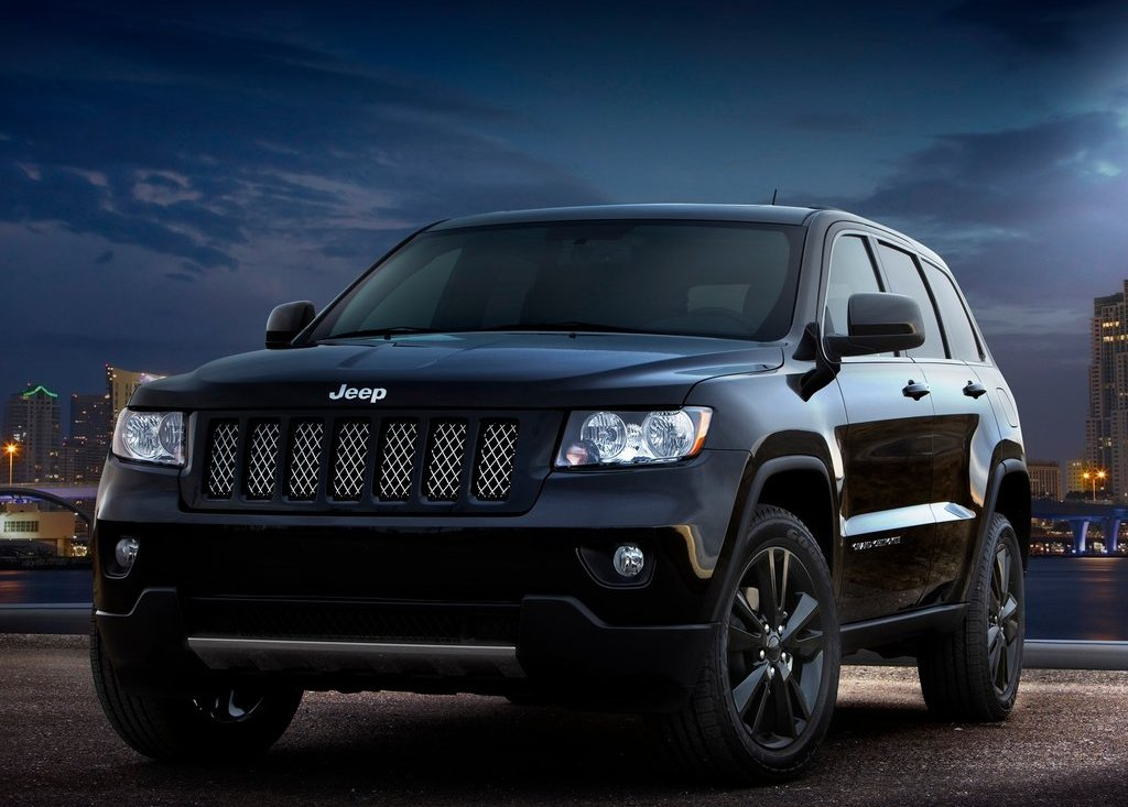 2012 Jeep Grand Cherokee Front (Photo 8 of 11)