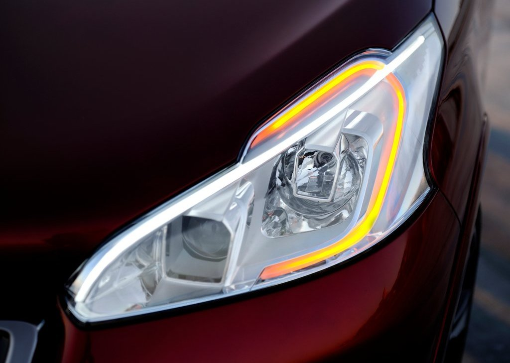 2012 Peugeot 208 GTi Concept Head Lamp (Photo 7 of 14)