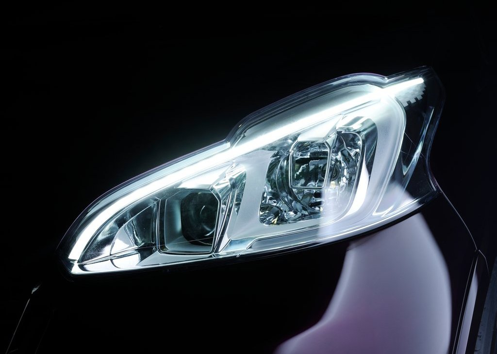 2012 Peugeot 208 XY Concept Head Lamp (Photo 6 of 14)