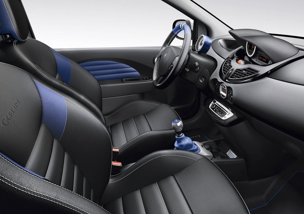 2012 Renault Twingo RS Interior (Photo 4 of 6)