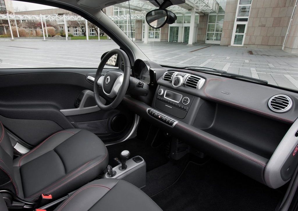 2012 Smart Fortwo Sharpred Interior (Photo 3 of 6)