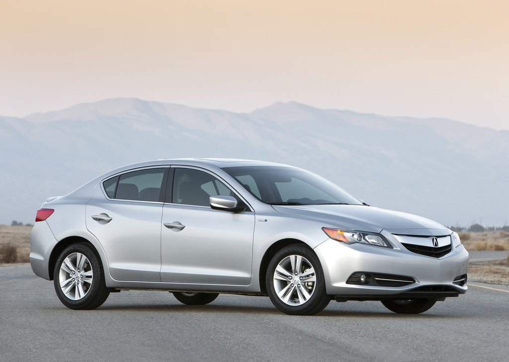 2013 Acura ILX (View 2 of 23)