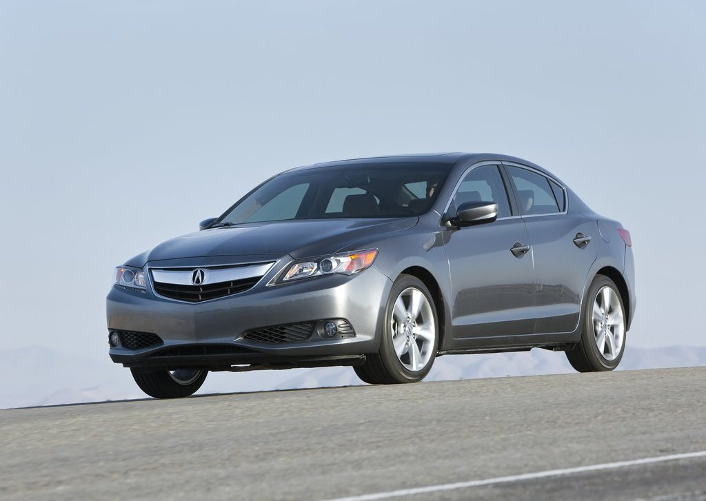 2013 Acura ILX Front Angle (View 8 of 23)