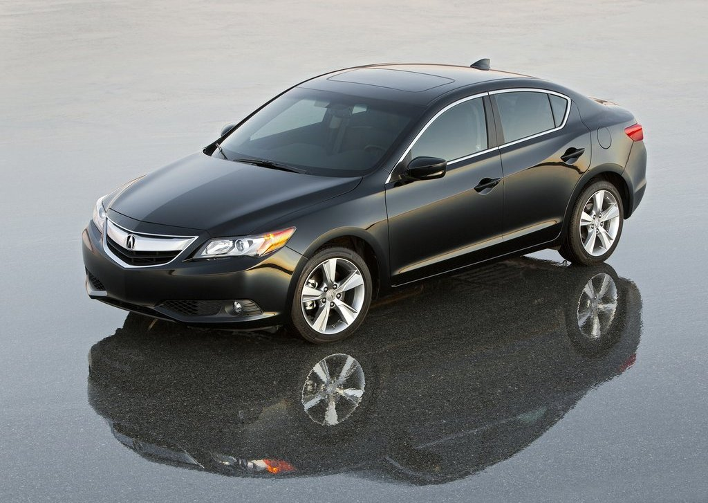 2013 Acura ILX Front Angle (View 10 of 23)