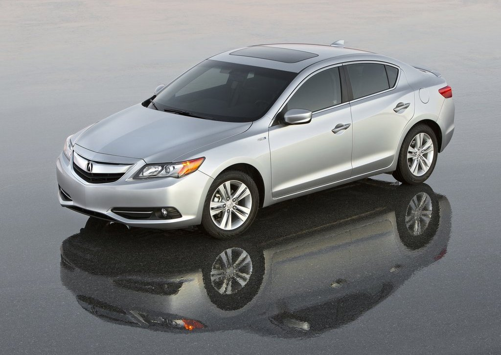 2013 Acura ILX Front Angle (View 9 of 23)
