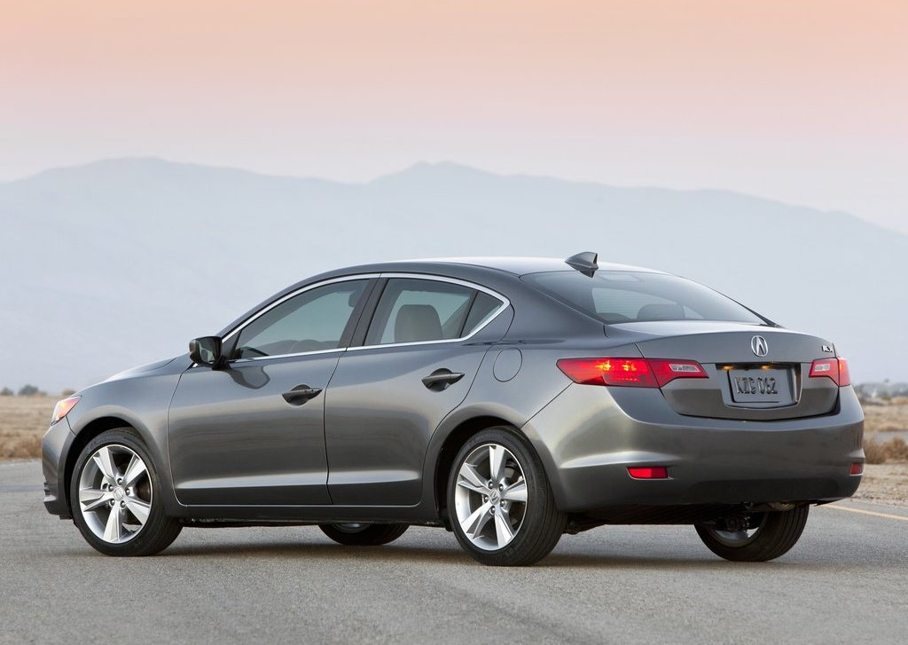 2013 Acura ILX Rear Angle (View 14 of 23)