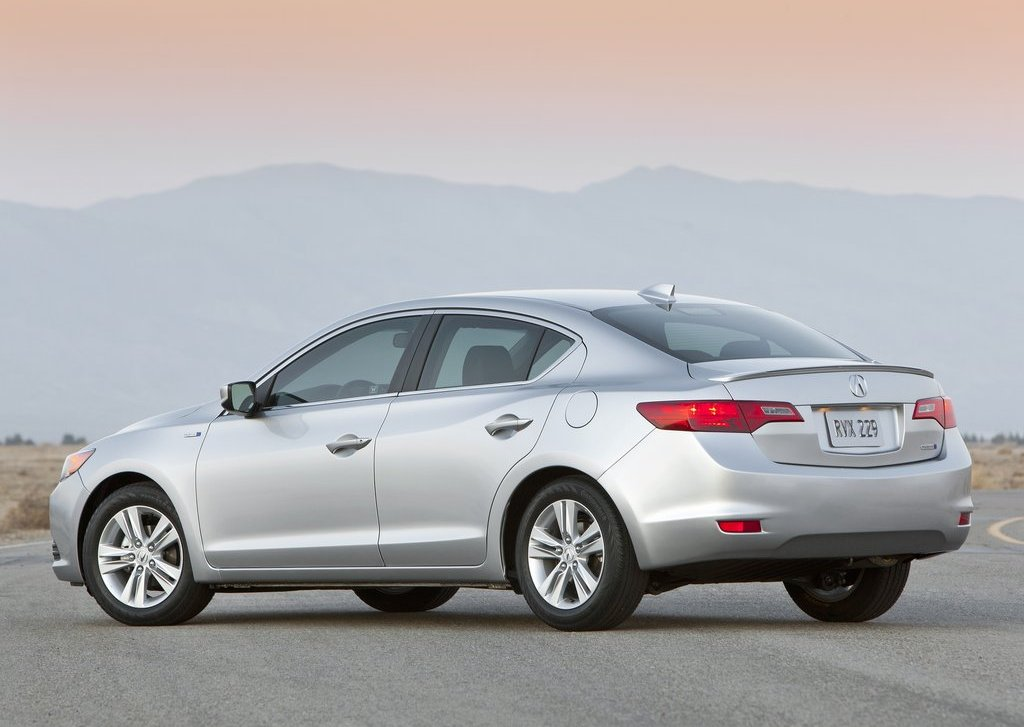 2013 Acura ILX Rear Angle (View 16 of 23)