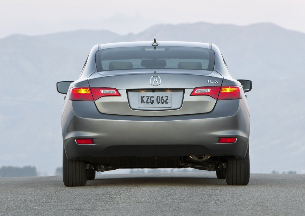 2013 Acura ILX Rear (View 17 of 23)