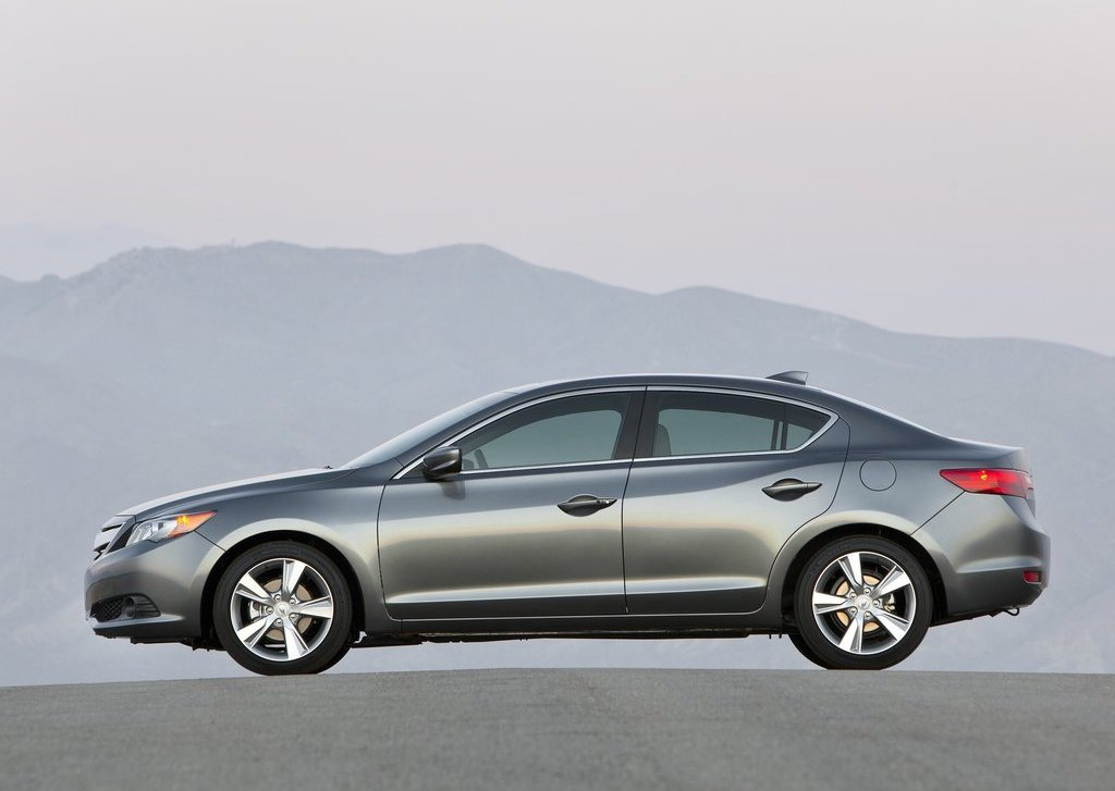 2013 Acura ILX Side (View 20 of 23)