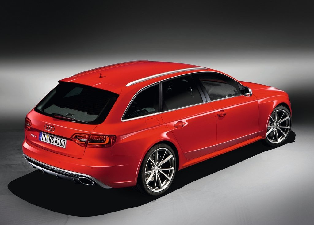 2013 Audi RS4 Avant Rear Angle (Photo 18 of 27)