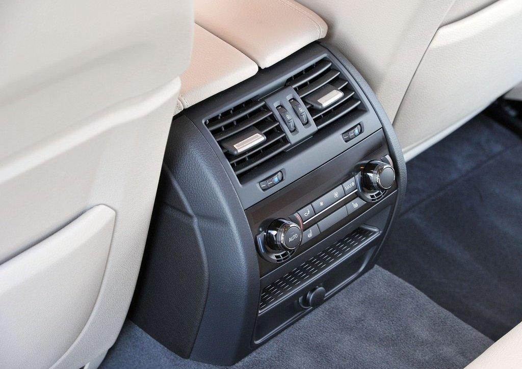 2013 BMW 5 ActiveHybrid Interior  (Photo 20 of 30)