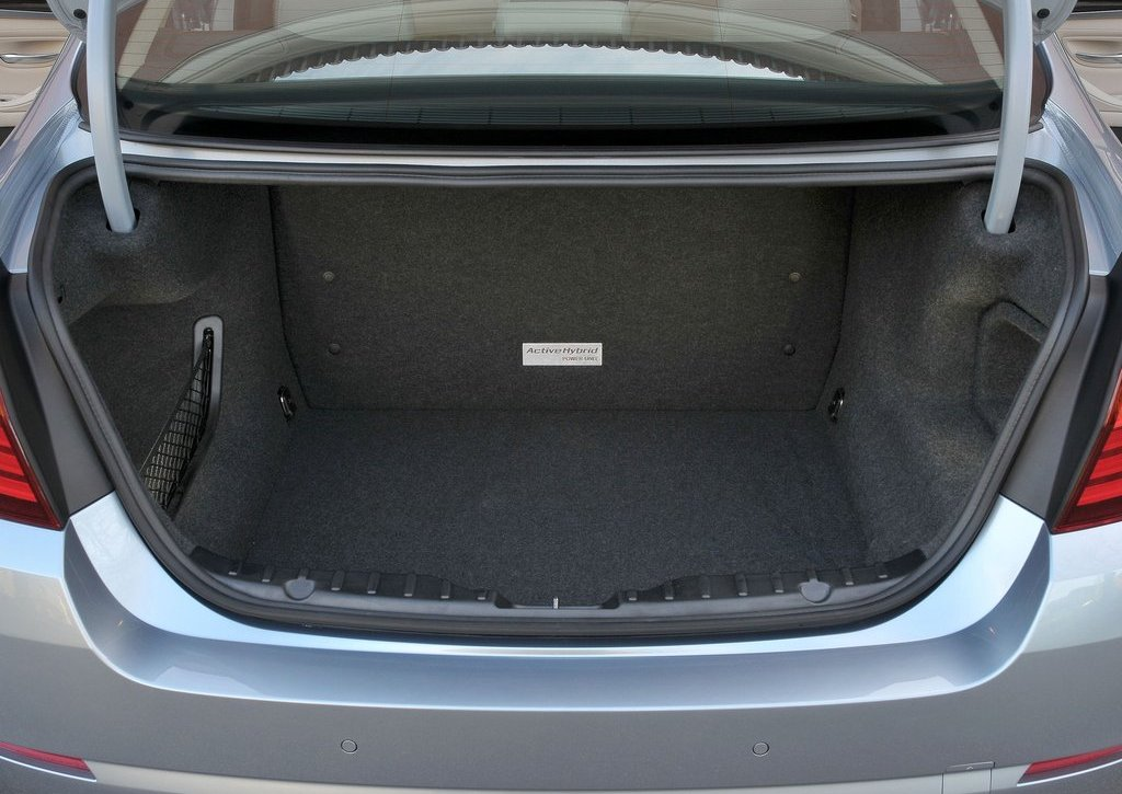 2013 BMW 5 ActiveHybrid Trunk (Photo 28 of 30)