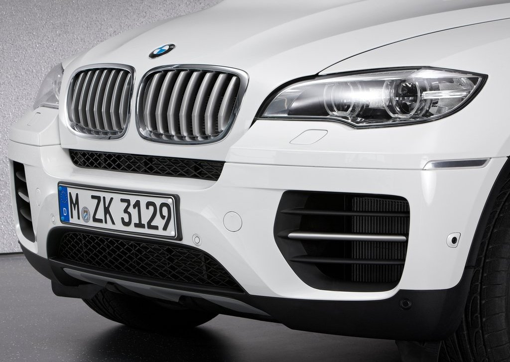 2013 BMW X6 M50d Bumper (Photo 4 of 17)