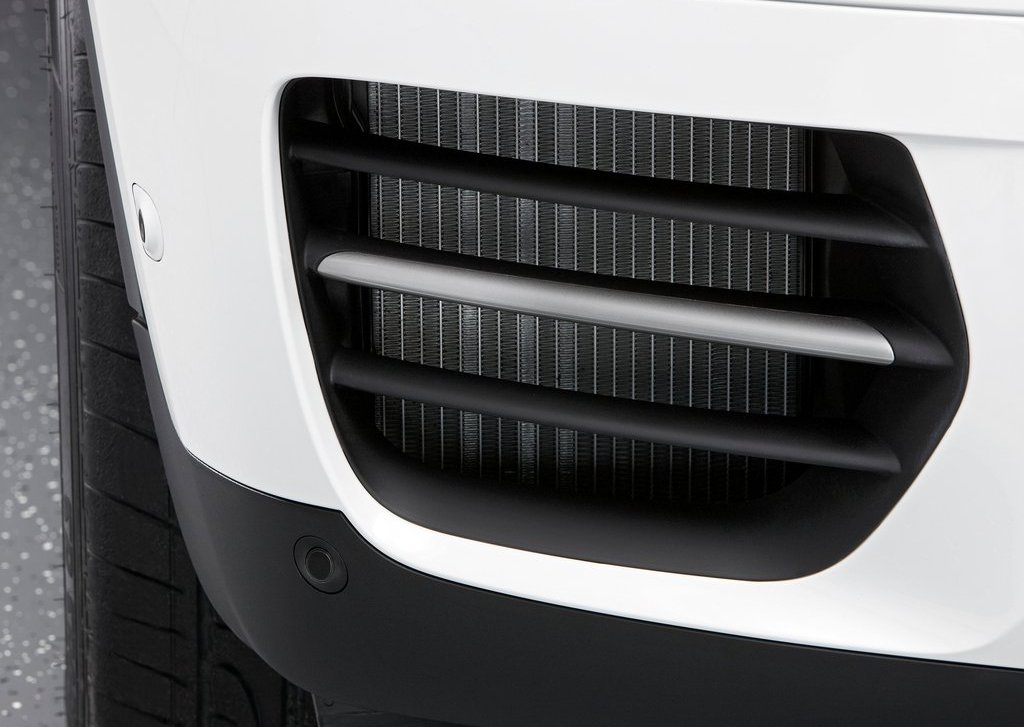 2013 BMW X6 M50d Front Detail (Photo 9 of 17)