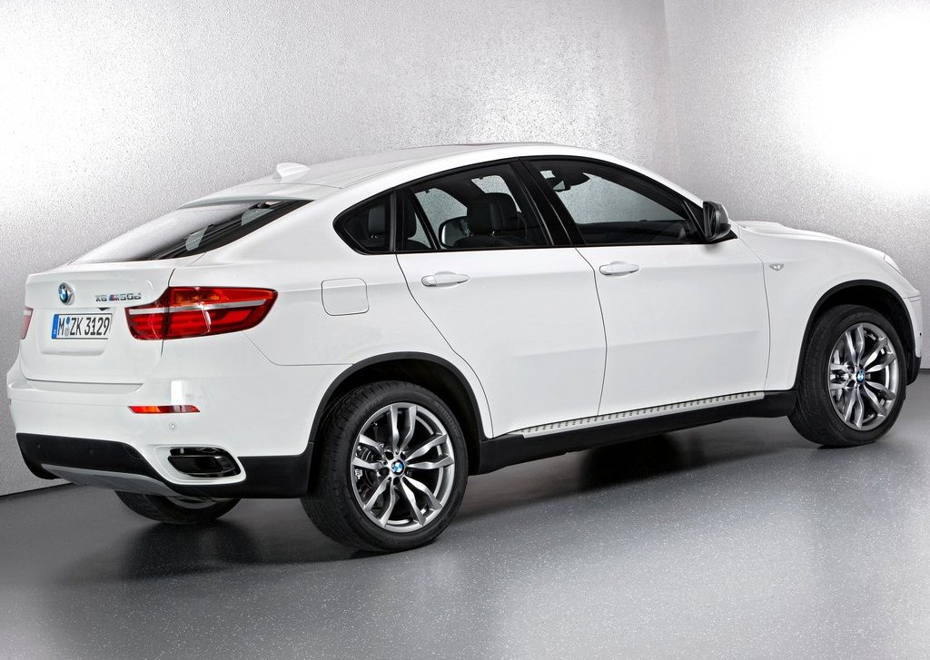 2013 BMW X6 M50d Rear Angle (Photo 14 of 17)