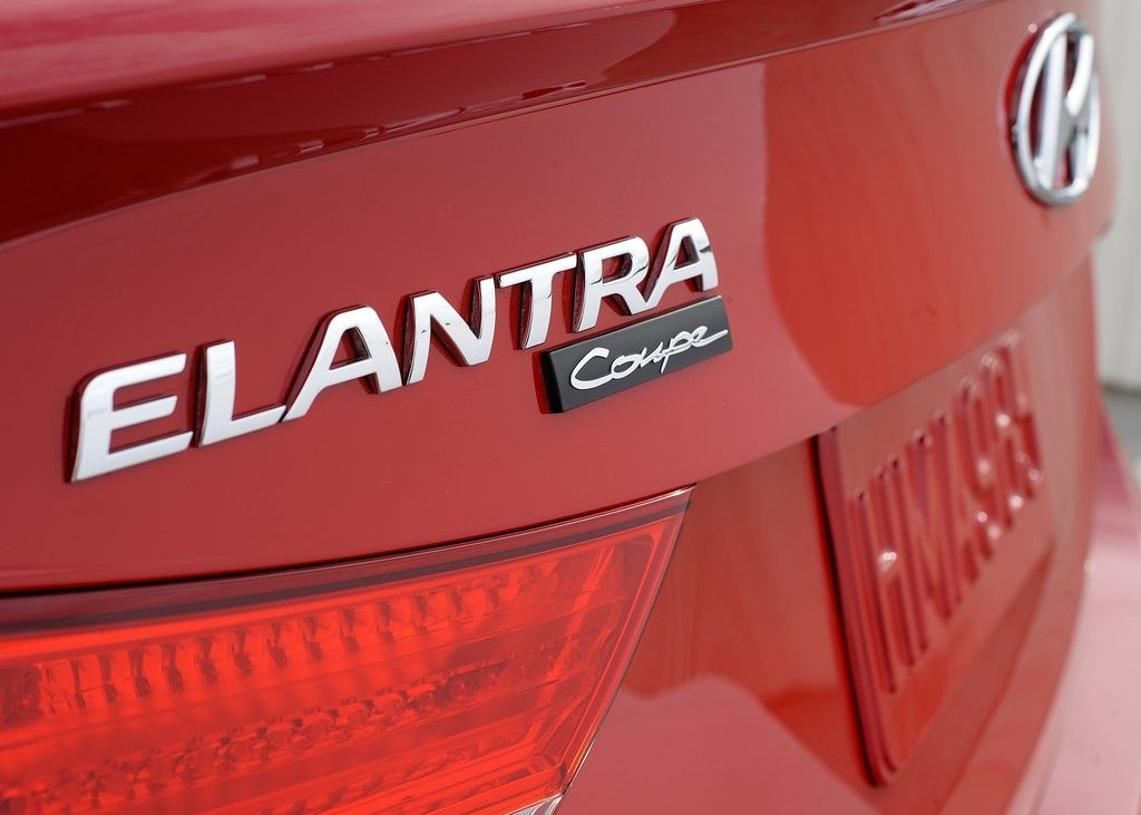 2013 Hyundai Elantra Coupe Emblem (Photo 3 of 10)