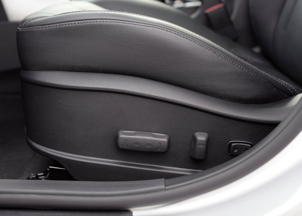 2013 Hyundai Elantra GT Seat (Photo 13 of 18)