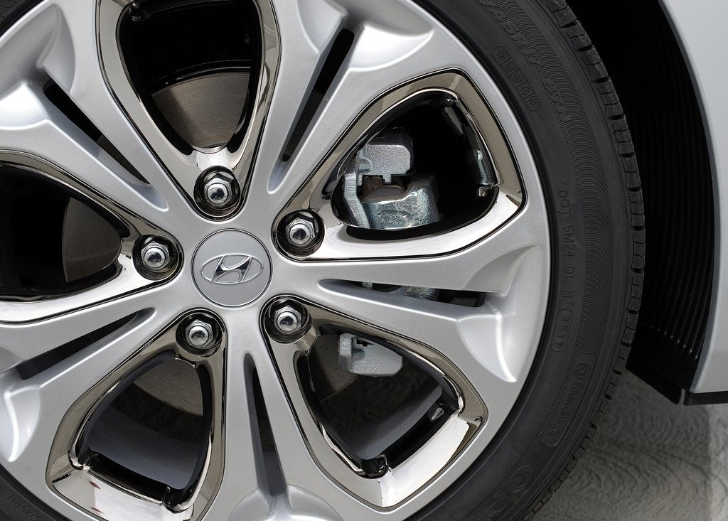 2013 Hyundai Elantra GT Wheels (Photo 18 of 18)