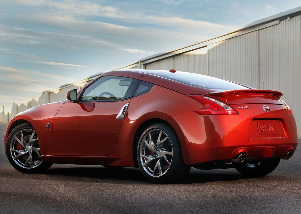 2013 Nissan 370Z Rear Angle (View 9 of 17)