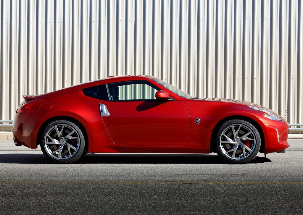 2013 Nissan 370Z Side (View 16 of 17)