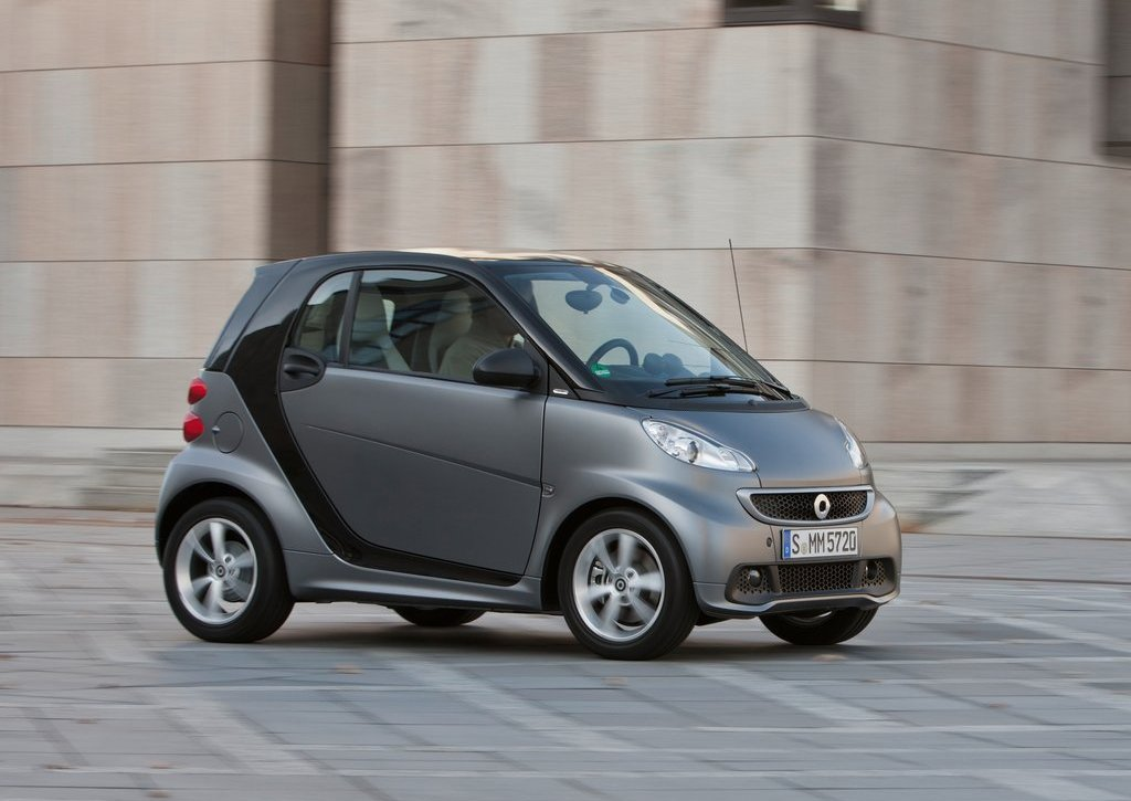 2013 Smart Fortwo Front Angle (Photo 4 of 7)