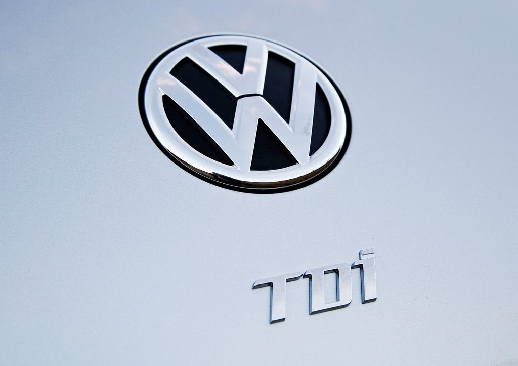 2013 Volkswagen Beetle TDI Emblem (Photo 2 of 6)
