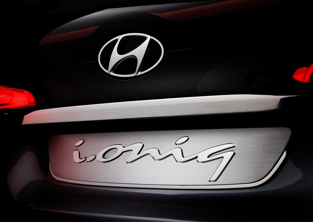 2012 Hyundai I Ioniq Concept Emblem (Photo 3 of 8)