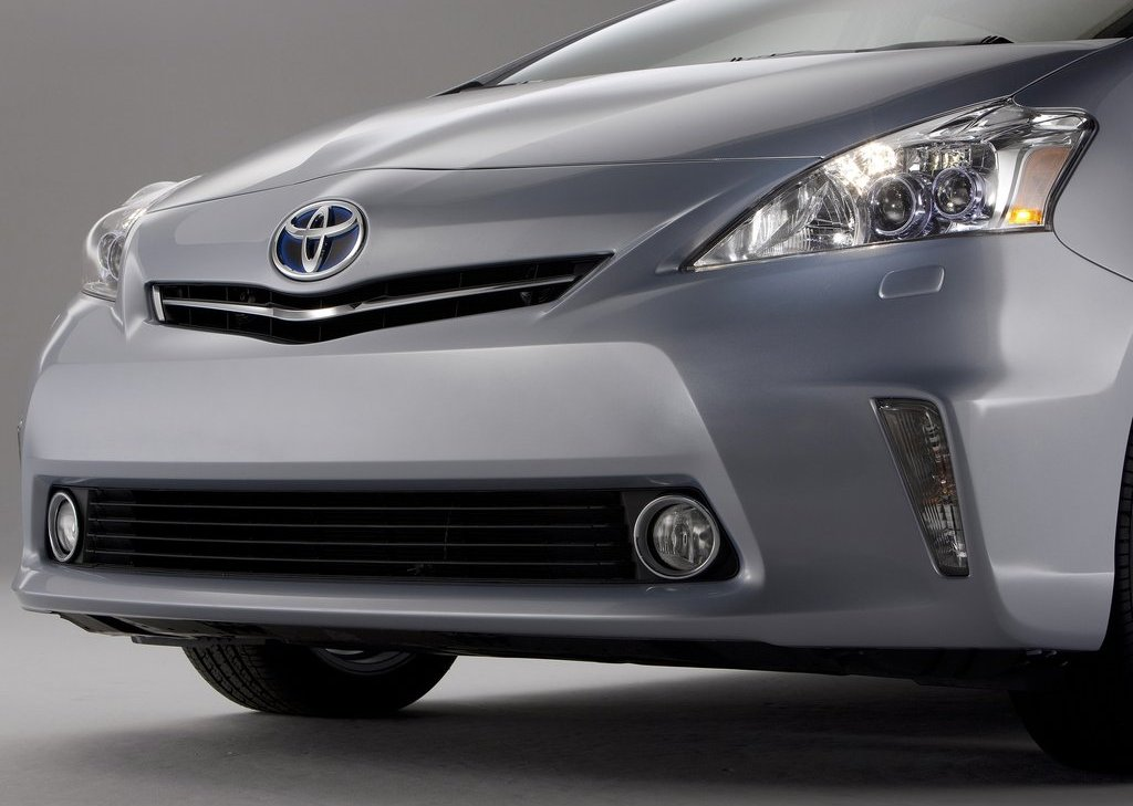 2012 Toyota Prius V Bumper (Photo 8 of 25)