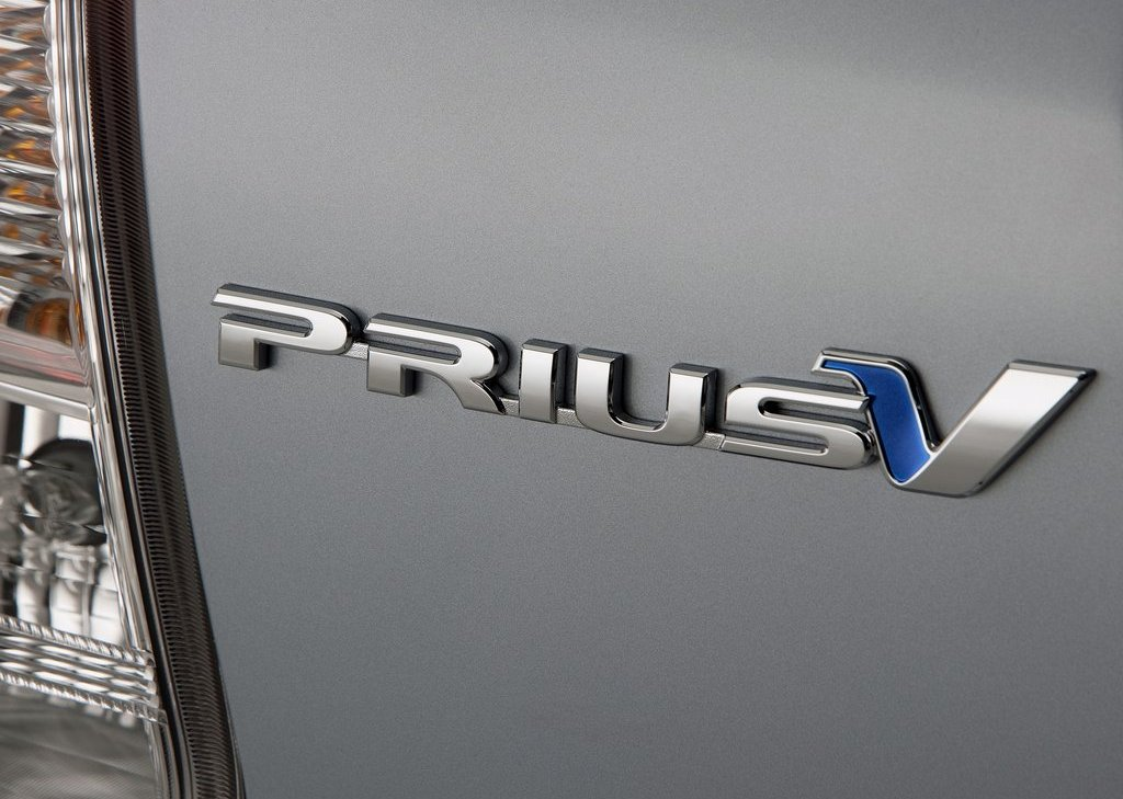2012 Toyota Prius V Emblem (Photo 4 of 25)