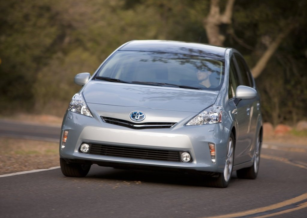 2012 Toyota Prius V Front (Photo 12 of 25)