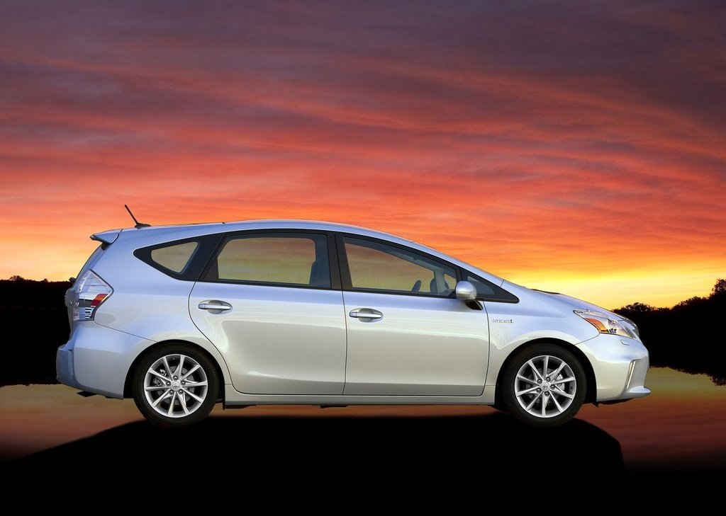 2012 Toyota Prius V Right Side (View 22 of 25)