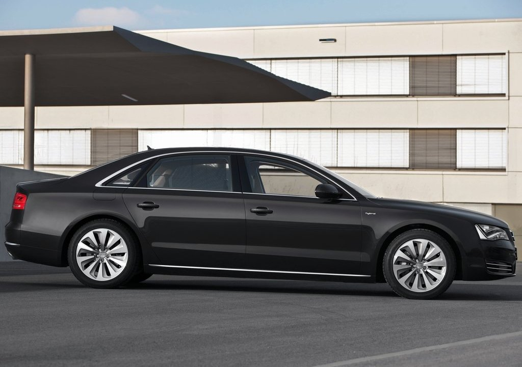 2013 Audi A8 L Hybrid Right Side (Photo 6 of 8)