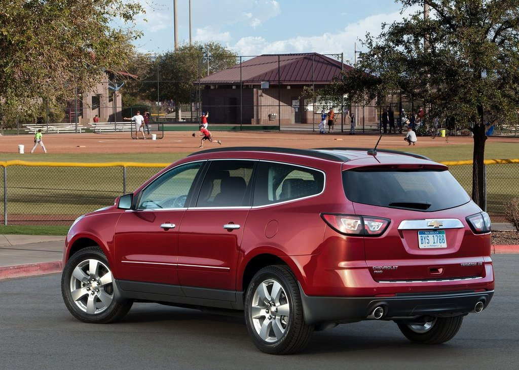 2013 Chevrolet Traverse Rear Angle (Photo 8 of 10)