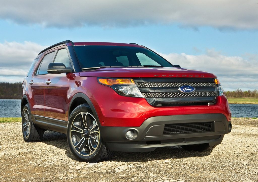 2013 Ford Explorer Sport Front Angle (Photo 9 of 23)
