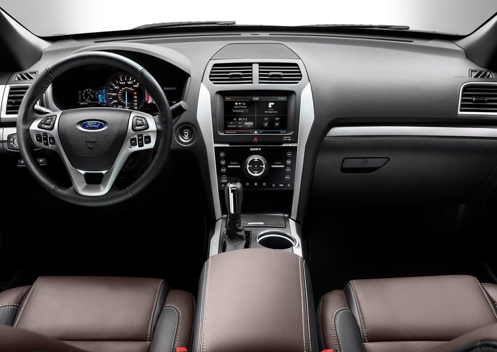 2013 Ford Explorer Sport Interior (Photo 13 of 23)