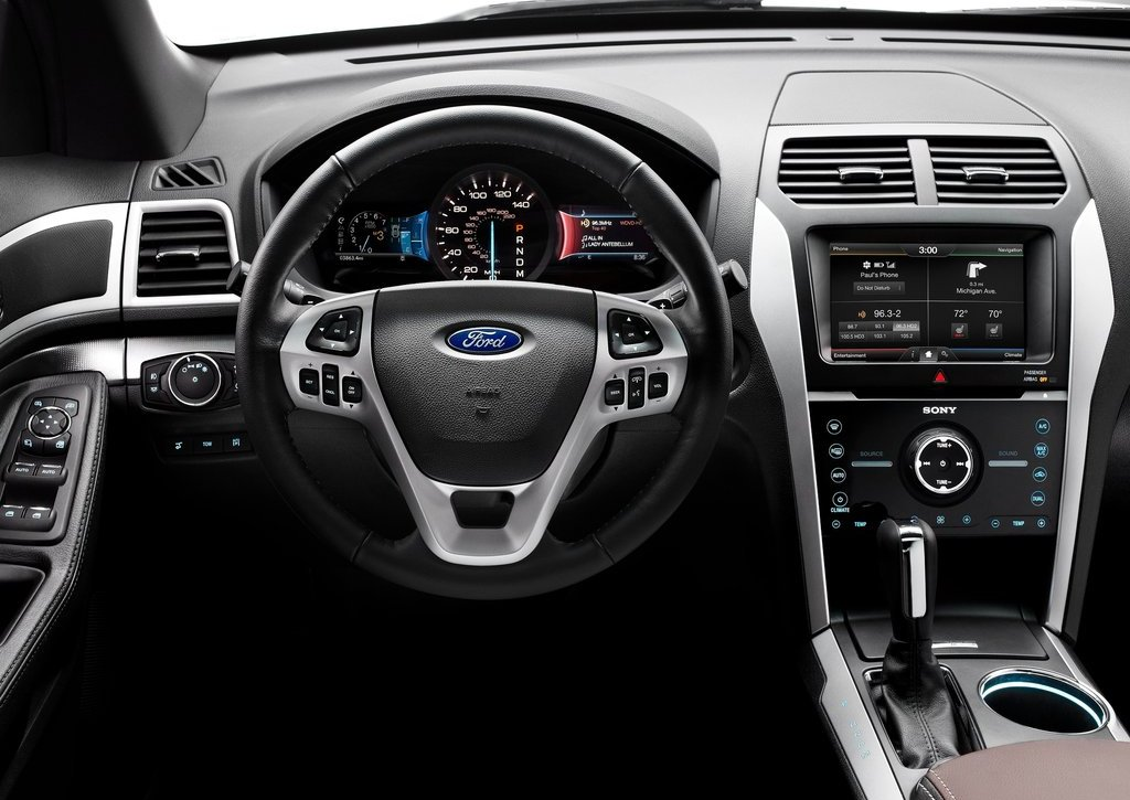 2013 Ford Explorer Sport Interior (Photo 14 of 23)