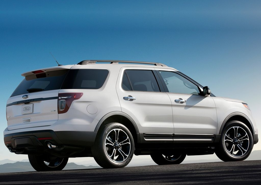 2013 Ford Explorer Sport Rear Angle (Photo 18 of 23)