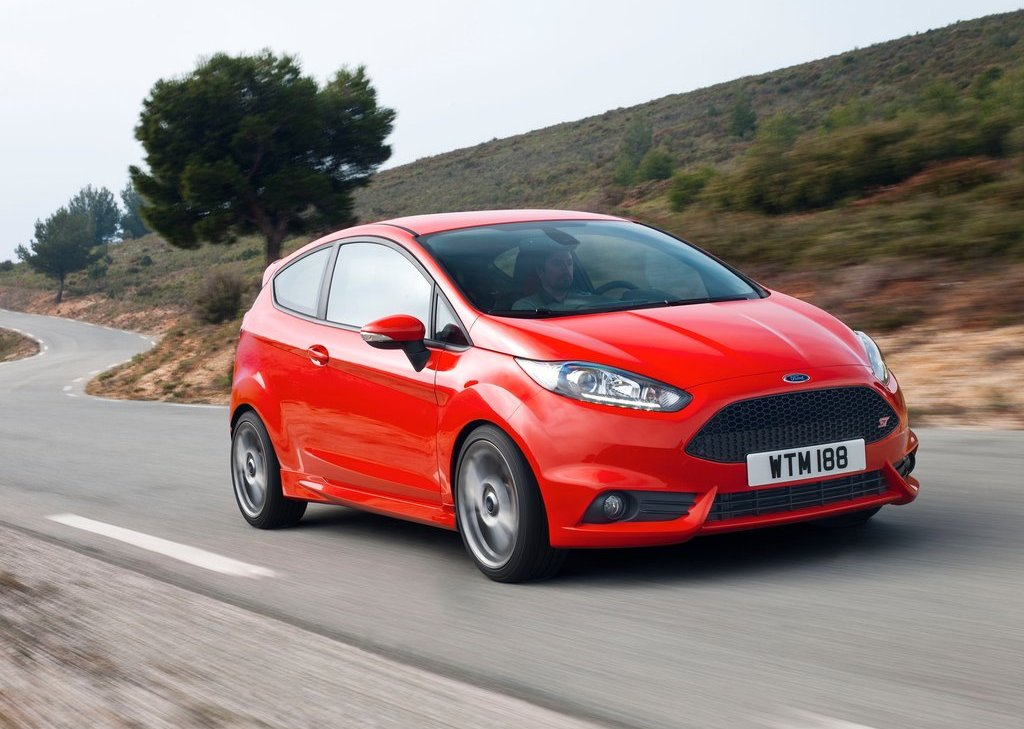 2013 Ford Fiesta ST Front Angle (Photo 6 of 11)